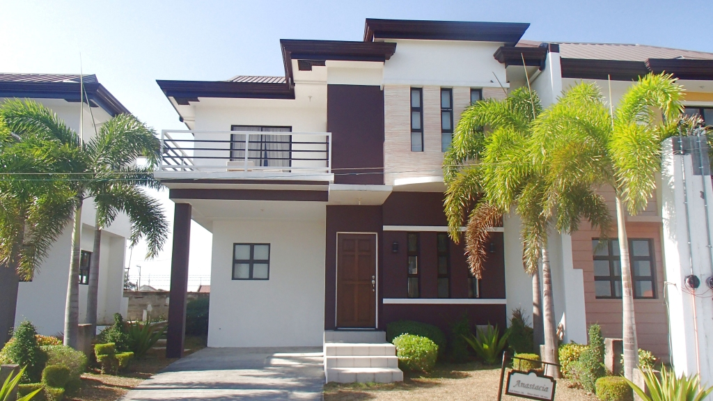 Single-attached Anastacia Antel Grand Village